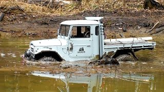 RC Extreme Pictures | RC OFF Road Truck Mudding 4x4 – Axial Toyota FJ45 VS Jeep Wrangler Rubicon