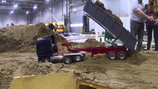 Oslo Motorshow 2014 - Working the sand pile