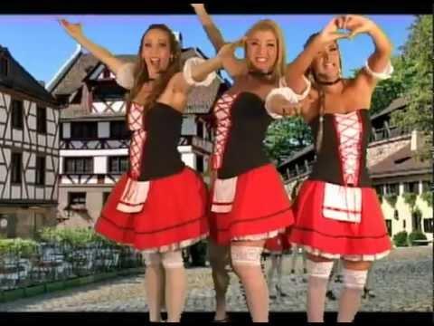 Lizbeth Garabote, Nathalie Sanchez y Damaris Vides haciendo el baile de oktoberfest el salvador 2012