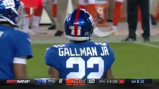 Wayne Gallman weaves his way for 11 yards!