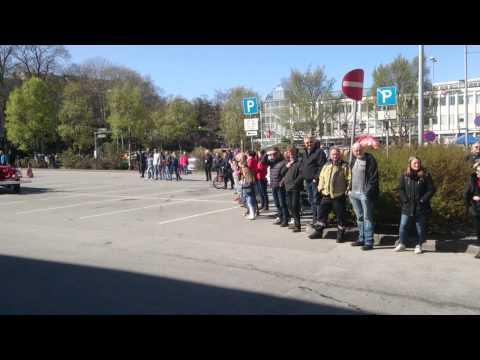 Parade med brannbiler på Kongens Plass