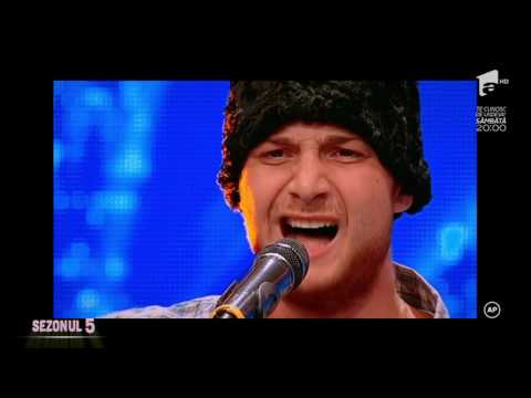 Andrei Ioniță cântă piesa Cântă cucu-n Bucovina