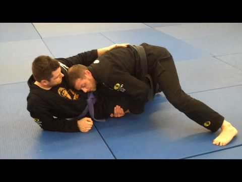 passing the half guard, knee in the middle (bjj).MP4 Image 1
