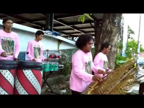KANGGO RIKO  angklung PEGASUS pengamen timur parkir wisata NGABEAN  YOGYA