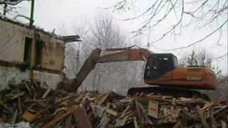 Excavator Case CX 210 B demolishing house  part 1