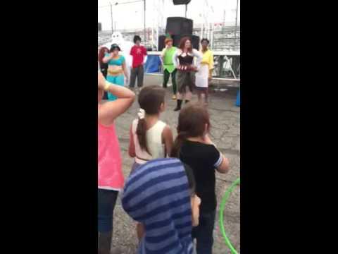 Lantern festival dance