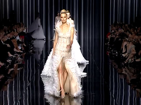 Pronovias 2012 Bridal Fashion Show -  Vestidos de novia - Wedding Dresses - Wedding gowns