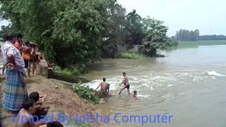 Download বন্যার পানিতে গোছল করলে মজাই আলাদা। মাদারগঞ্জ, জামালপুর। 15/08/2017 3Gp Mp4