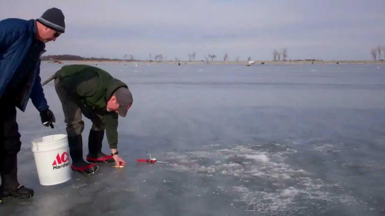 Ice fishing lake champlain polar tip up youtube for Lake champlain fishing report
