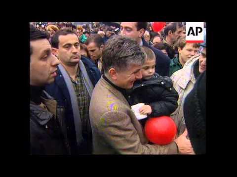 SERBIA: PRO-DEMOCRACY DEMONSTRATORS CHANGE THEIR TACTICS