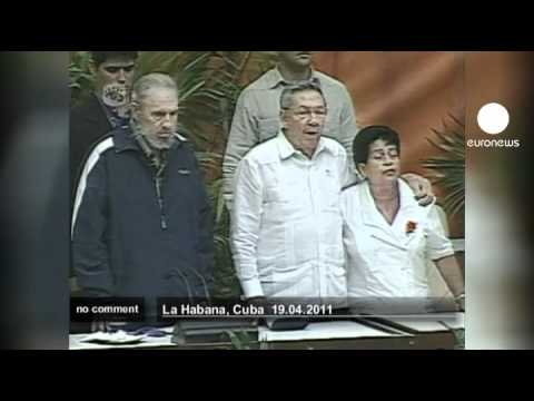 Fidel Castro makes surprise appearance - no comment