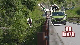 Sprung vom fahrenden Auto *60 km/h* // mit Trampolin von Brücke // 100.000 Abonnenten