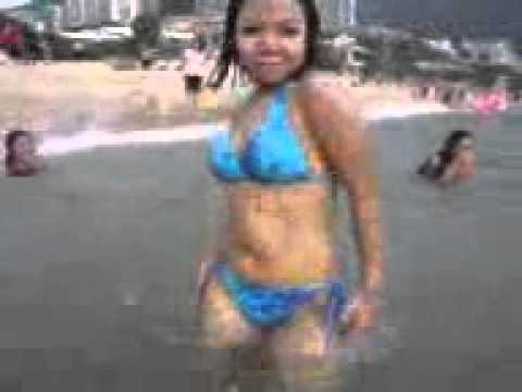 Tante Lagi Happy Renang Di Pantai video