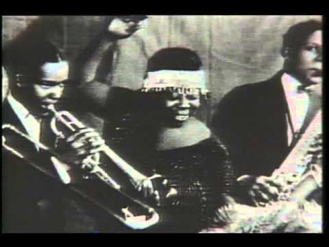 the origin and history of jazz History of jazz music origins, styles and musicians featuring timeline, photos, festivals, glossary, guitar & piano chords, scales & online lessons.