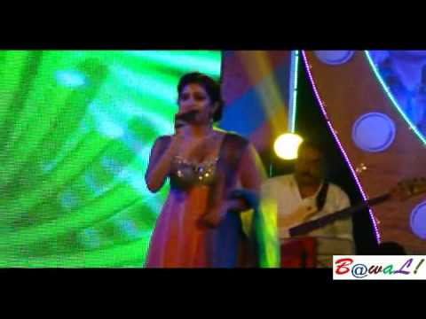 Shreya singing Piyu Bole on Mohunbagan Day