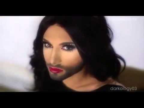 Baby kuckt sich Video von Conchita wurst ain
