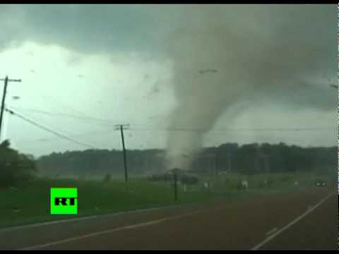 Video of tornadoes raging in US, hundreds killed