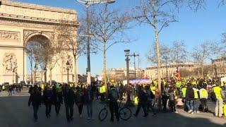 """Des """"gilets jaunes"""" à Paris pour un 15e samedi de mobilisation"""