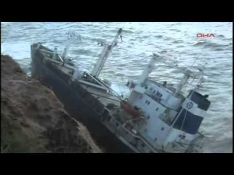 Dramatic scenes in turkey as ship Crash on rocks [correct-worlds-info.blogspot.com]