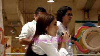 Myriam firma en Tlaltelolco