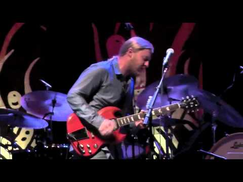 Tedeschi Trucks Band - Nobody's Free (guitar solo)
