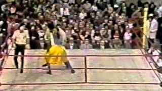 Titanes en el Ring 1982 - Gengis Khan vs Long, Short, Taylor y El Padrino