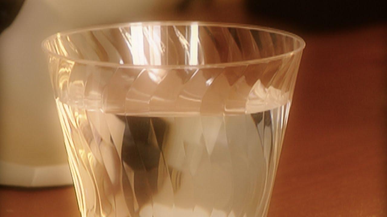 Como detectar energias da inas con un vaso de agua youtube - Como limpiar una casa con mala energia ...