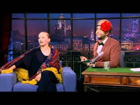 Юлия Пересильд поет частушки в Вечернем Урганте HD