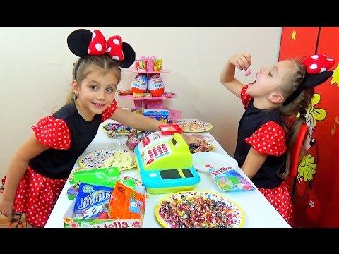 Играем в СУПЕРМАРКЕТ КОНФЕТ. Касса. Много конфет. Детский канал Расти вместе с нами.