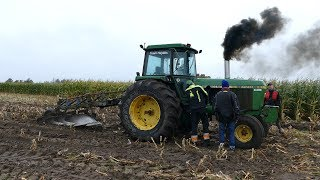 John Deere 7920 Gets Pulled Free By It's Bigger Brother - John Deere 8530 | Danish Harvest 2017