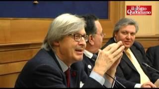 """Sgarbi: """"Monti, Fini e Casini? Tre stronzi che vogliono i voti di Berlusconi"""" (10/01/2013)"""