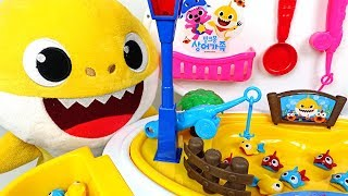Let's catch fish! Pink Fong Shark Family Fishing Play transforming baby car! - PinkyPopTOY