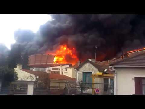 Incendie spectaculaire en France dans le département du 93.