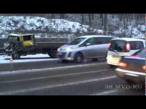 На Кайской горе в Иркутске столкнулись грузовик и цементовоз