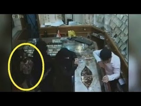 [raw] 6 Year Old Girl Robs Jewelry Store, Arab Six-year-old Girl Robs Jewellery Store Saudi Arabia video