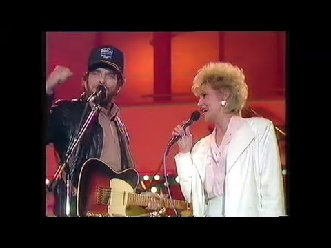 Tammy Wynette And Merle Haggard - Okie from Muskogee 1988