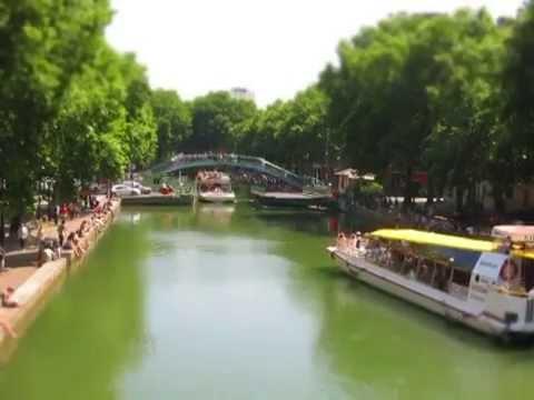 Petite vidéo en tilt shift accélérée du trafic (routier ET fluvial) sur le canal Saint Martin (Paris).