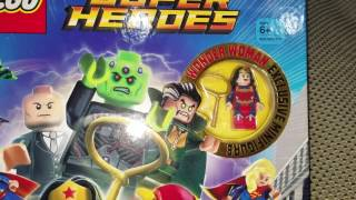 Exclusive Wonder Woman - Lego DC Comics Super Heroes The Awesome Guide