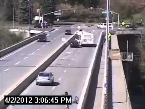 Atropello y fuga frustrado por conductor de autobús.