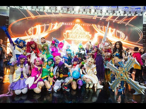Summoner Showcase: Behind the Scenes with Cosplayers at League Live