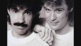 Hall & Oates - Kiss On My List (Lyrics)