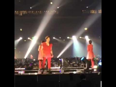 141025 #인피니트 Dongwoo Free Style - Back At Korean Music Wave In Beijing video