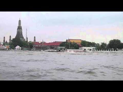 増水のチャオプラヤー川/Chao Phraya Riv. of rise of water(2011.10.14PM)