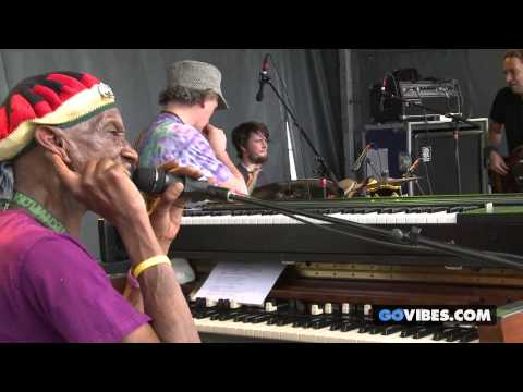 "Steve Kimock & Bernie Worrell perform ""Take Me To The River"" at Gathering of the Vibes 2013"