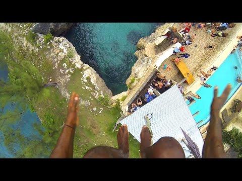 高台から海にジャンプ!一度は訪れてみたいジャマイカの名物カフェ