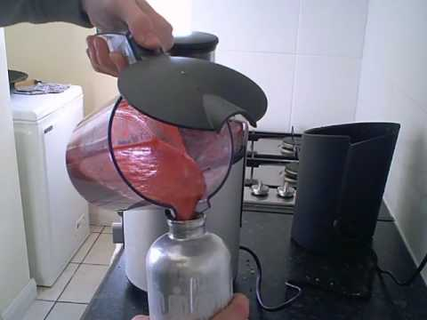 Demo of Phillips Hr1861 Juicer