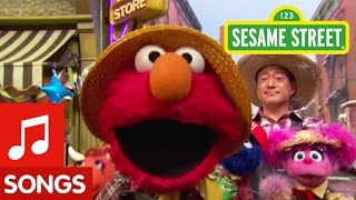 Sesame Street: Elmo Sings Old Macdonald Had a Farm