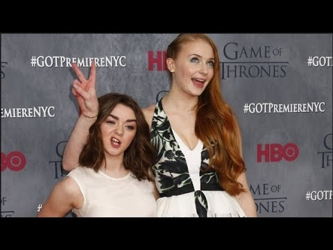 Top 8 Cutest Maisie Williams & Sophie Turner BFF Moments! (MOPHIE)