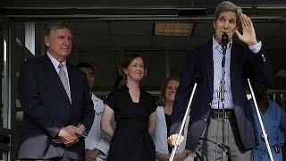 John Kerry Oo Cusbtaalka ka soo baxay kadib Shil Baaskeen Oo helay .
