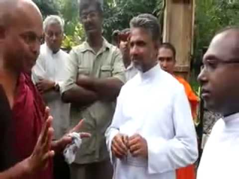 Sri Lankan Buddhist Monks Threaten Catholics